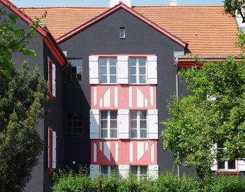 Biofarben Malereibetrieb ist spezialisiert auf Keim Fassadenfarben.